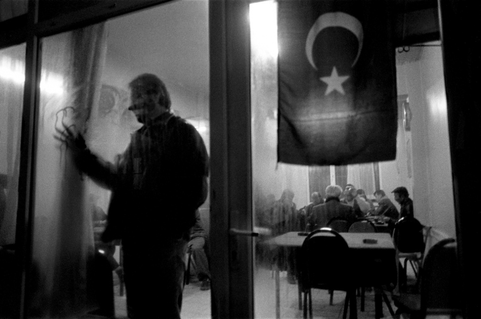 Art and Documentary Photography - Loading 02 Prolaz_Turchia,Istanbul 2003.jpg